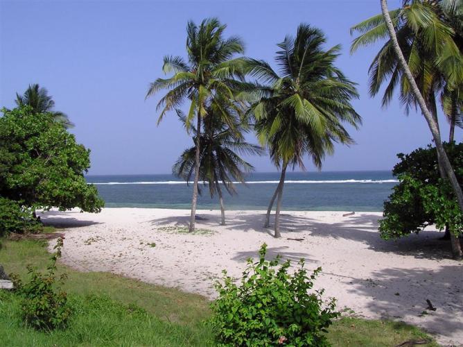 Tiwi Beach   © prilfish/Flickr
