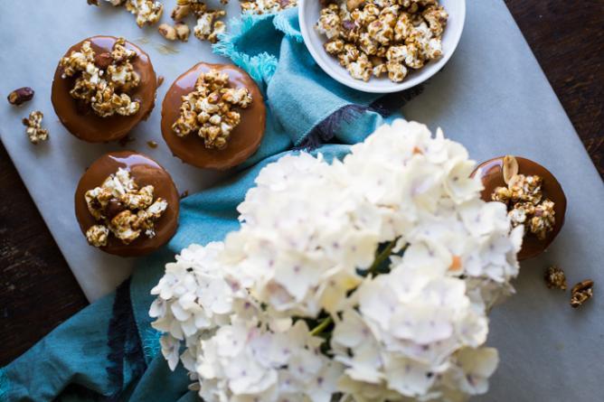 Brooke's Cracker Jack Cupcakes | © Brooke Bass