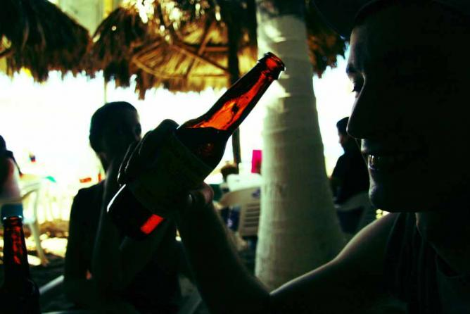 Beer in hand © Kevin Jaako/Flickr