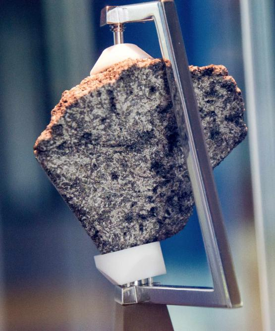 Moon Rock at Chabot Space Center | © Don DeBold/Flickr