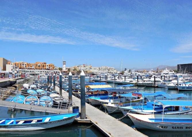 Marina at Cabo San Lucas © Jrsnchzhrs/Flickr