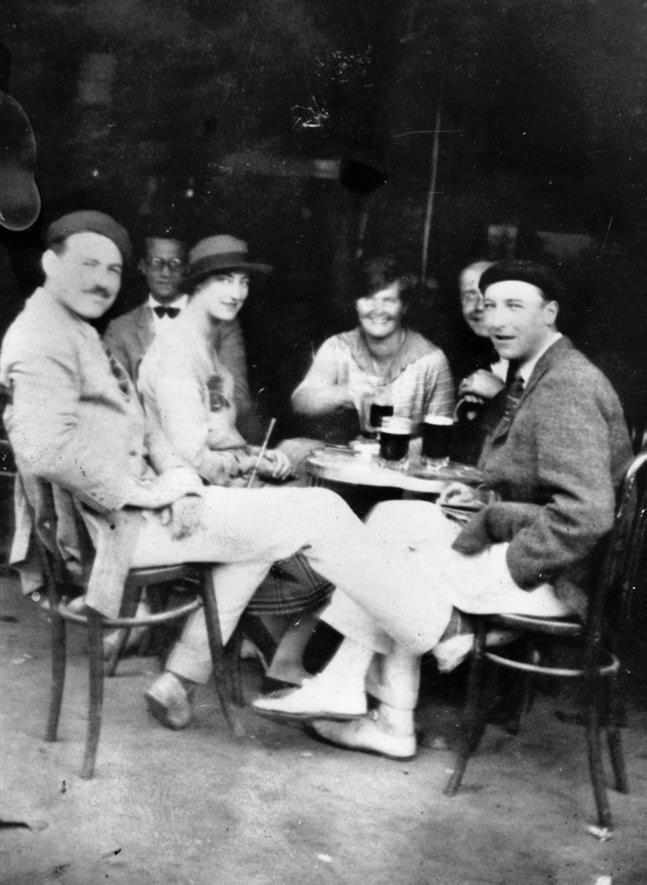 Ernest Hemingway and first wife Hadley and friends | © John F. Kennedy Presidential Library and Museum, Boston/WikiCommons