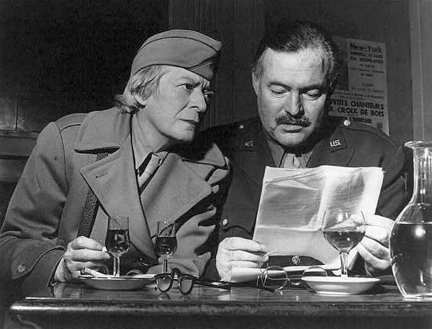 Janet Flanner and Ernest Hemingway | © Unknown/WikiCommons