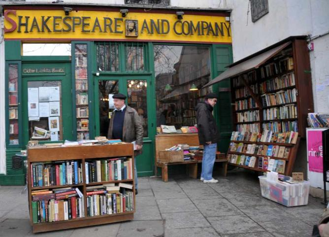 Shakespeare and Company bookstore today | ©WikiCommons
