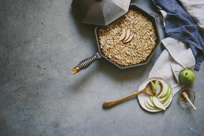 Pear and jasmine green tea baked oatmeal | © Betty Liu