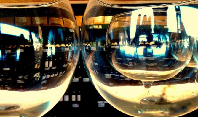 Wine in a Wine Glass © Keoni Cabral/flickr
