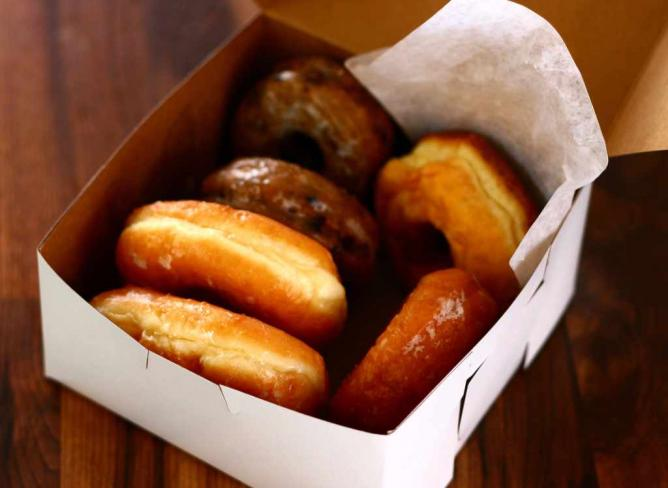 Fresh Box of Donuts | © Luke/Flickr