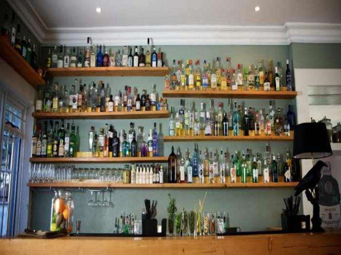 Mother's Ruin Gin Bar | © Courtesy of Cave Photography