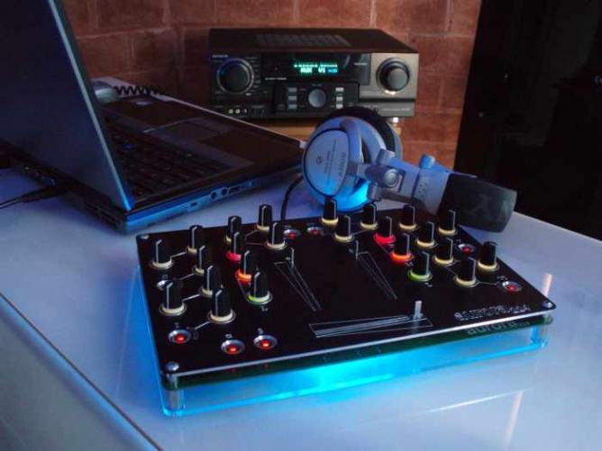 Channel open source DJ mixer | © Auroramixer/Flickr