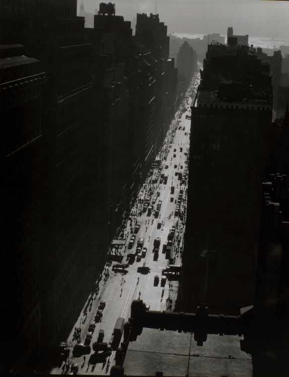 Seventh Avenue looking south from 35th Street, Manhattan | © Berenice Abbott/Wikimedia Commons