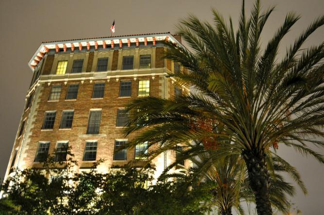 Culver Hotel | © vmiramontes/Flickr