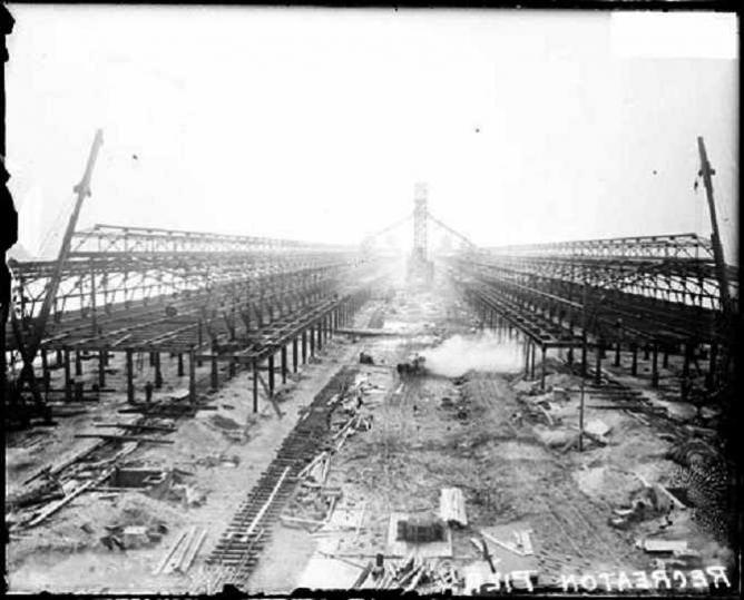 Construction of Navy Pier | © Chicago Daily News/WikiCommons