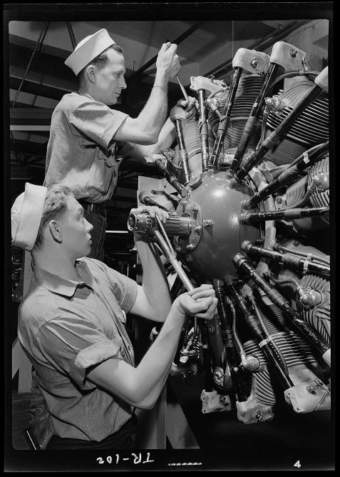 Aviation machinists mates at Navy Pier, Chicago, Illinois | © U.S. National Archives and Records Administration/WikiCommons