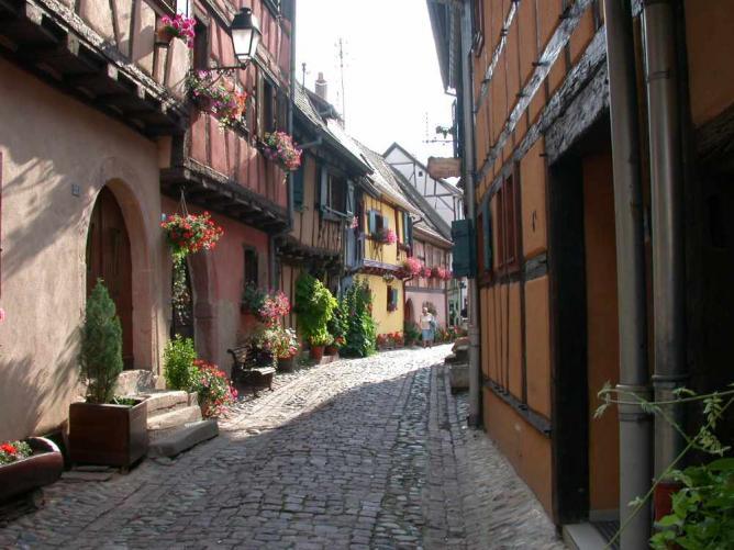 Eguisheim Street © Mschlindwein/WikiCommons