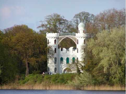 Castle on Pfaueninsel   @ RThiele/Wikipedia