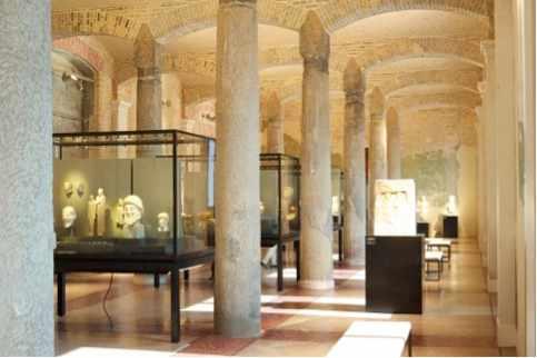 Interior of Neues Museum   @ René Spitz/Flickr
