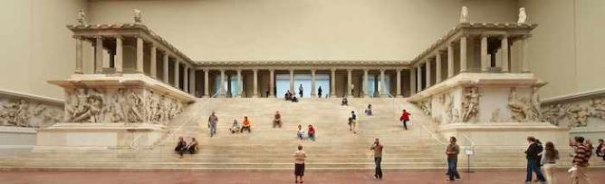 Pergamon Altar    @ Gryffindor/Wikimedia