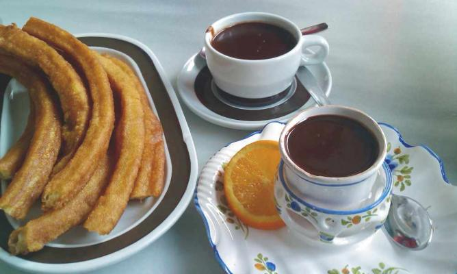 Chocolate con churros | © Carquinyol/WikiCommons