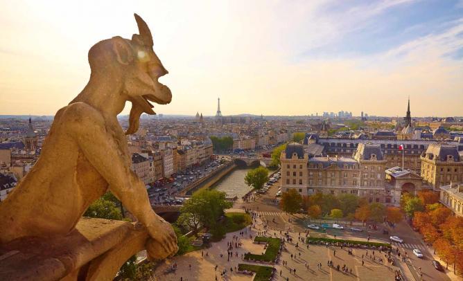 A Panoramic Shot of Paris  © MoyanBrenn/Flickr