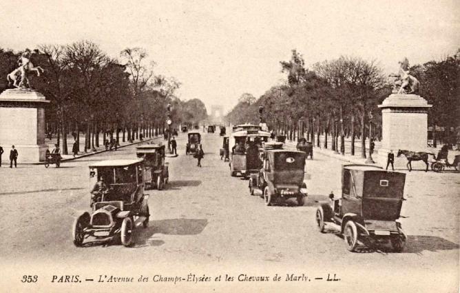 The Avenue of Champs-Elysees   © Jasperdo/Flickr