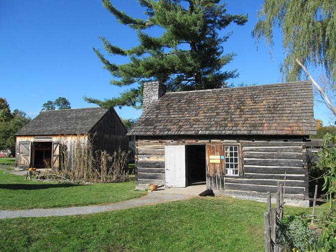 Settler's House and Barn, Shelburne Museum, Shelburne, Vermont | © John Phelan/WikiCommons
