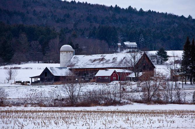 Waitsfield Barn on Route 100, Waitsfield, Vermont December 2008 | © Magnus Manske/WikiCommons