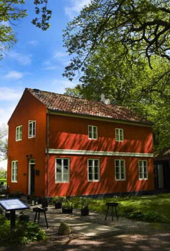 Den Røde Cottage 'The Red Cottage' placed close to the woods and the sea | Courtesy of Den Røde Cottage