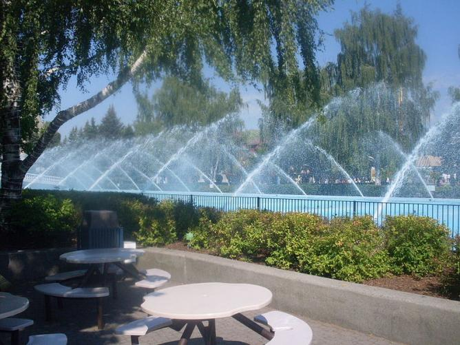 Fountain in Canada's Wonderland, Vaughan, Ontario, Canada   Cyfraw/Wikicommons