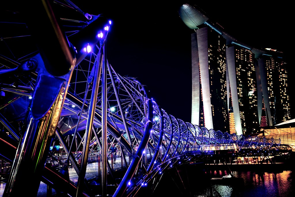 Helix Bridge & Marina Bay Sands © aotaro