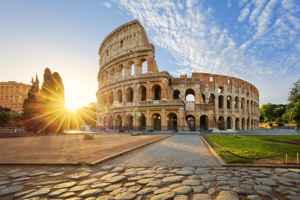 Colosseum in Rome and morning sun | © prochasson frederic/Shutterstock