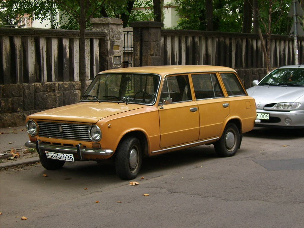A USSR-built Lada 2102 station wagon ©photobeppus