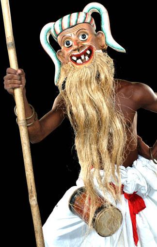Anabera Kolama (Drum Messenger)/ © Ariyapala Mask Museum