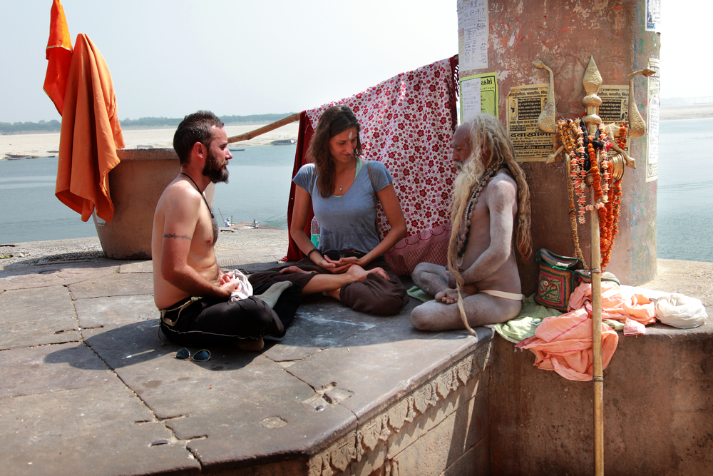 Tourists attend a yoga lesson | © AJP/Shutterstock