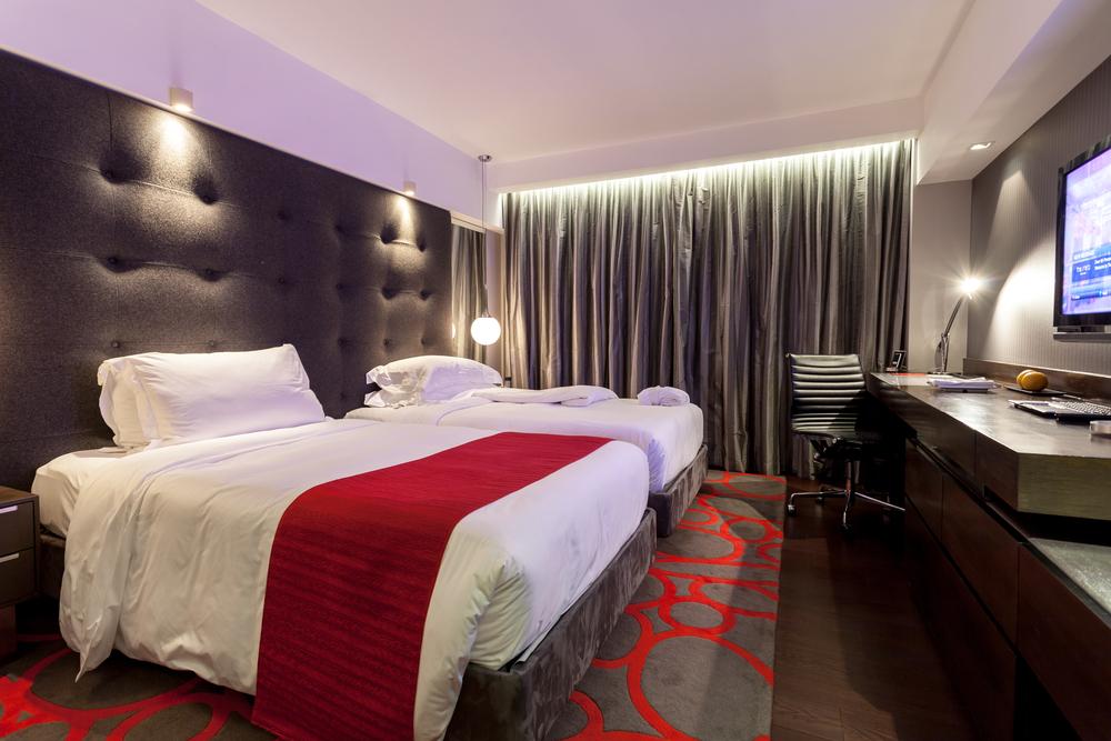 The Mira Hong Kong offers you a luxury design hotel stay in Tsim Sha Tsui, Hong Kong. ©POM POM / Shutterstock