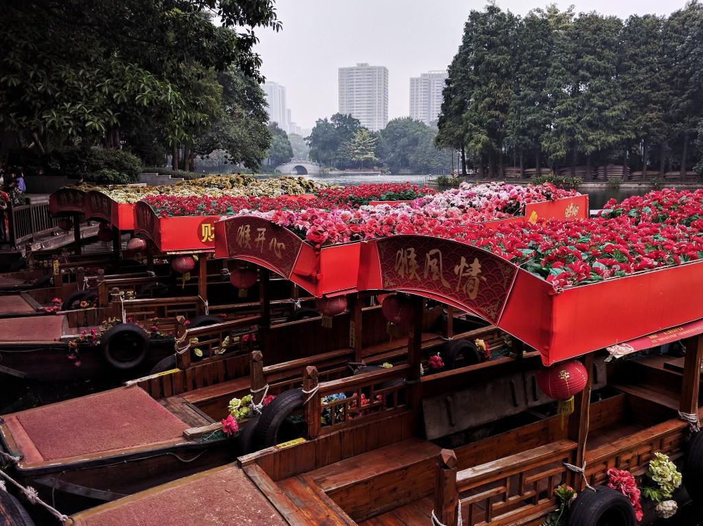 Flower Topped Boats at Li Wan Lake Park | ©Hauke Musicaloris/Flickr