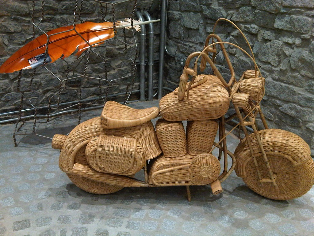 Wicker Chair Besharat Gallery | ©Carl Black/Flickr