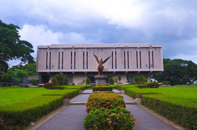 UPLB Public Library, designed by Leandro Locsin |© Julia Sumangil/Flickr