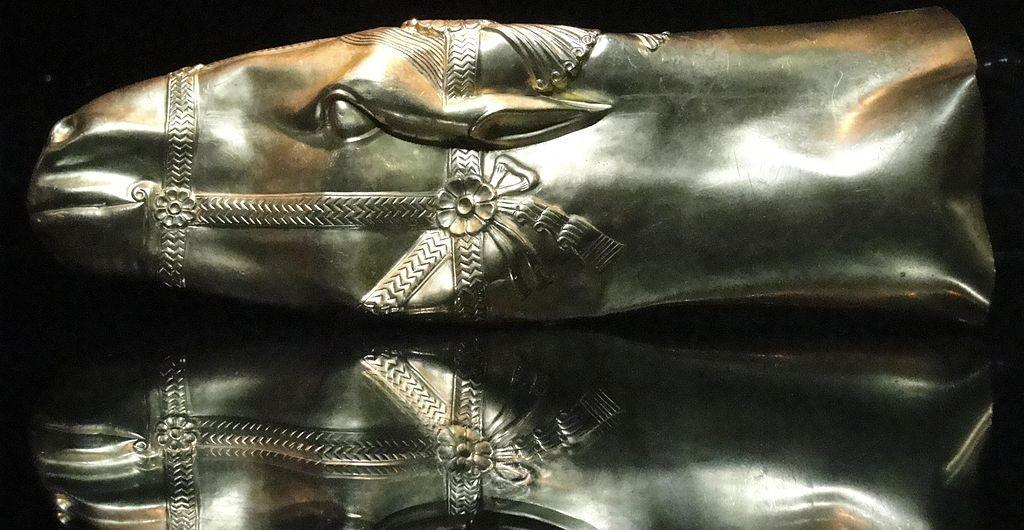 Golden Head of Horse Rhyton - Sassanid Empire 6-7 AD at Reza Abbasi Museum. © TruthBeethoven/WikiCommons