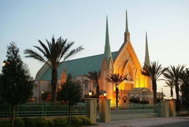 Iglesia Ni Cristo, Manila |© Wikimedia Commons