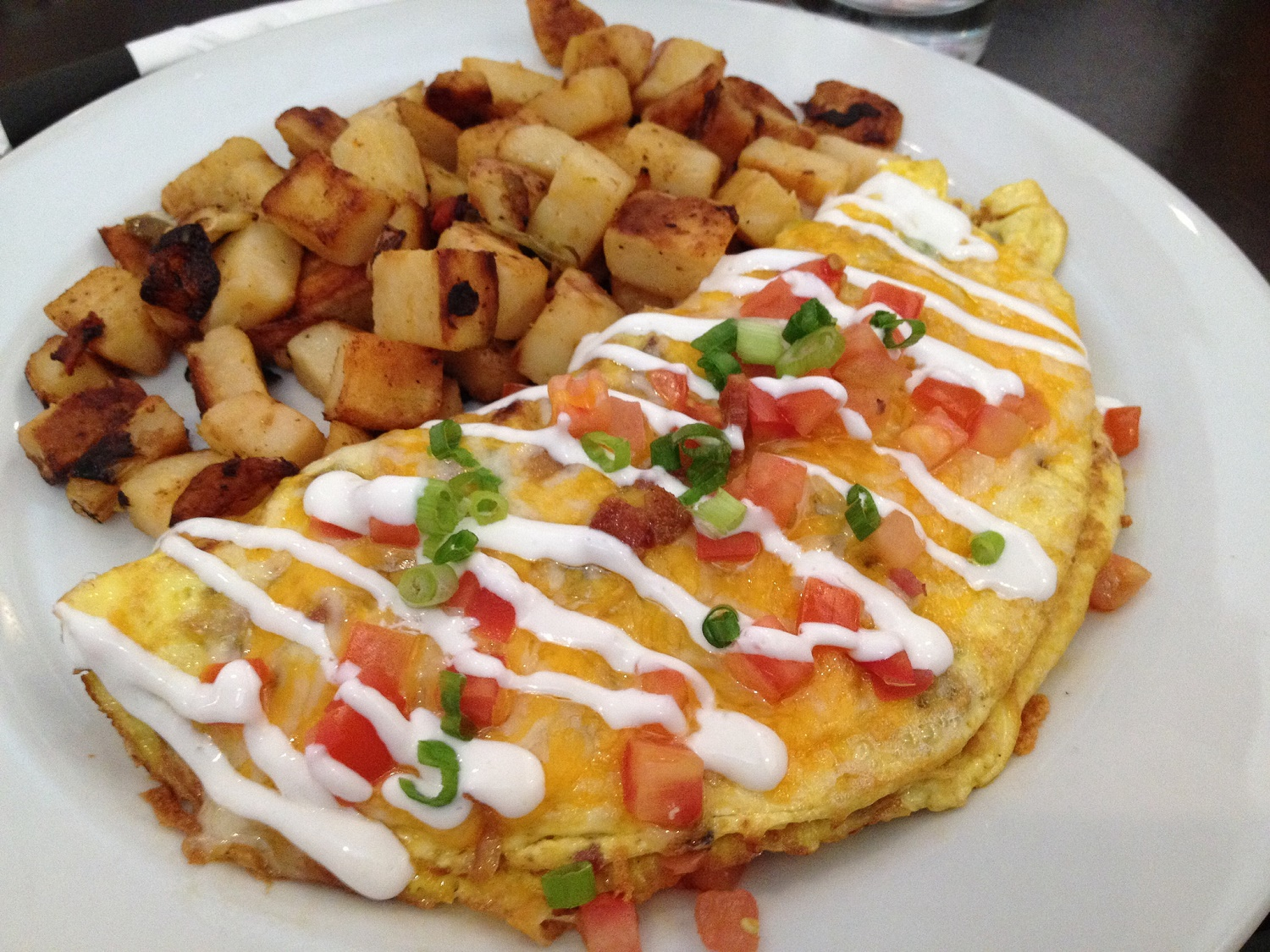 Omelette and Home Fries | © Ray Bouknight / Flickr