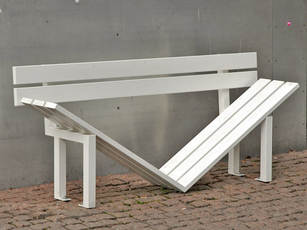 Jeppe Hein, 'Modified Social Benches, 2005' | ©Jean-Pierre Dalbéra/Flickr
