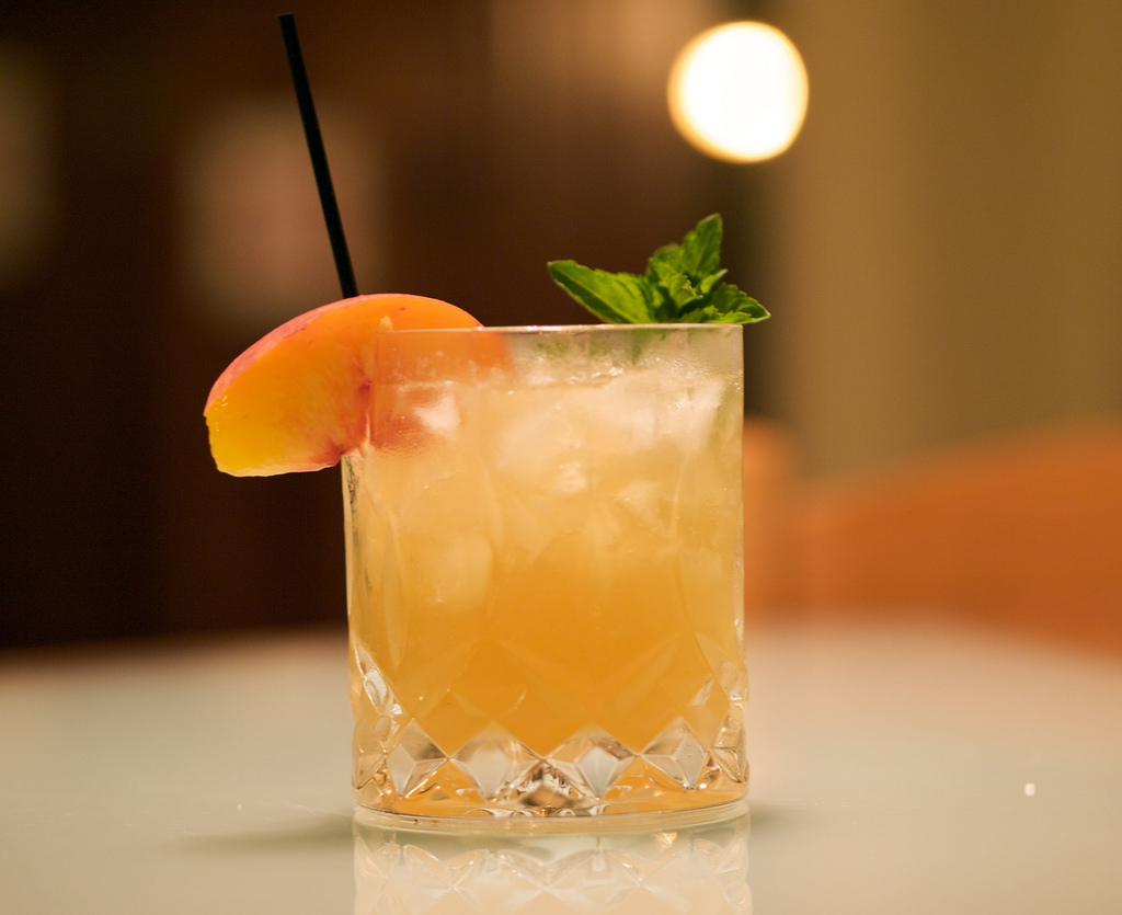 Peach and Mint Cocktail | © Michael Korcuska / Flickr