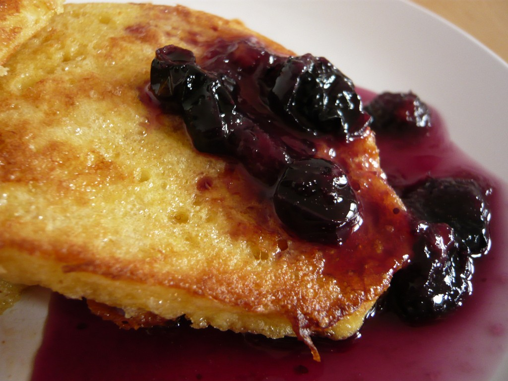French toast with blueberries ©Jessica Spengler