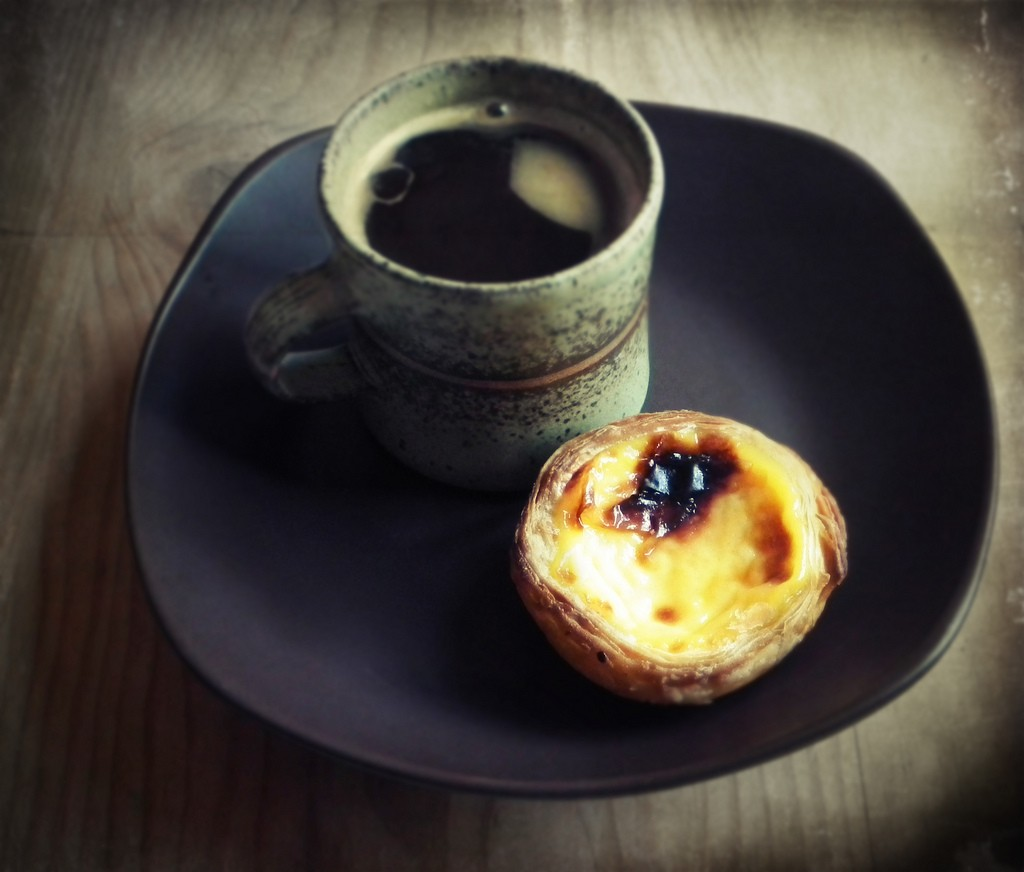 Coffee and Portuguese pastry | © Caroline / Flickr