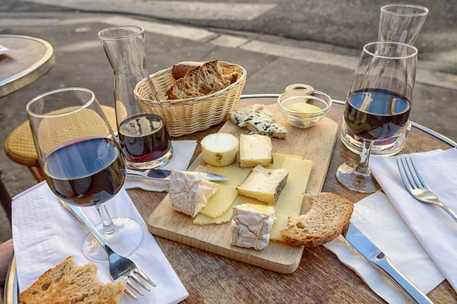 Cheese and Wine  © Pixabay