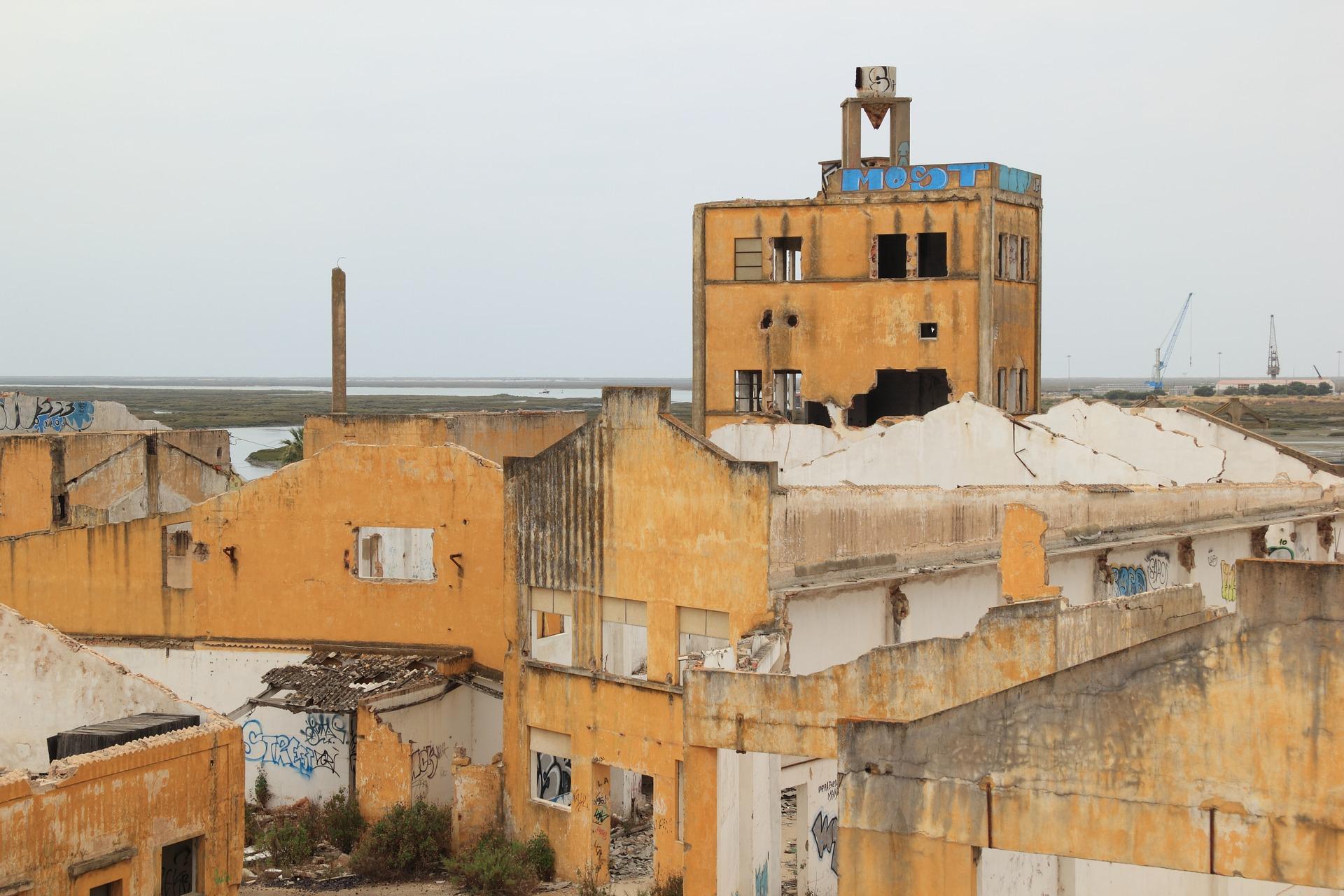 Abandoned Factory, Faro | © olafpictures / pixabay