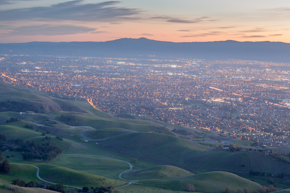 Silicon Valley and Green Hills at Dusk. Monument Peak © Yuval Helfman / Shutterstock