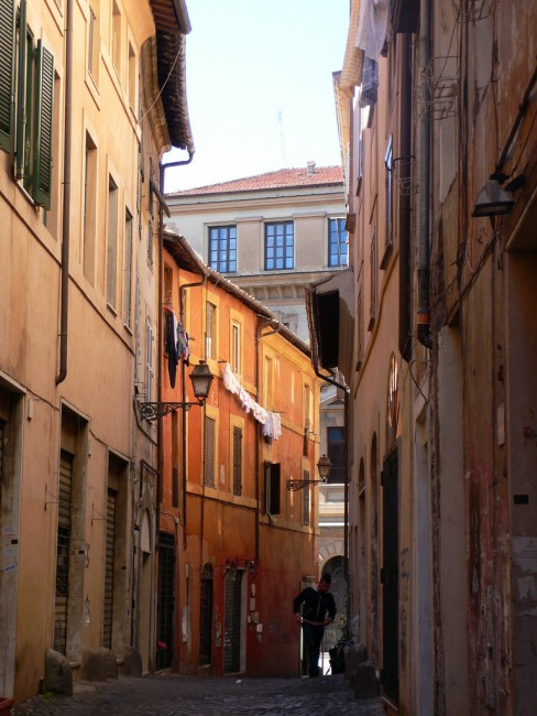 A street in Trastavere, Rome |© Heather Cowper/Flickr