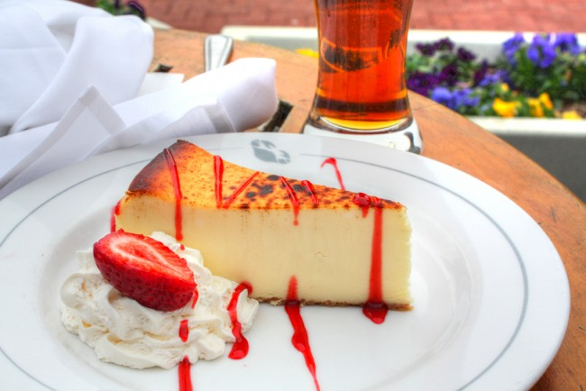 Strawberry Cheesecake/ ©Al R/Flickr