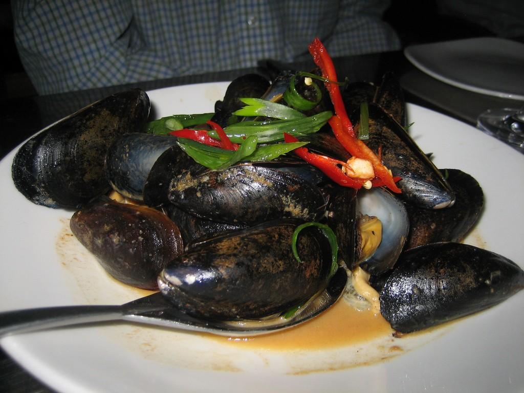 Thai Steamed Mussels ©Eugene Kim